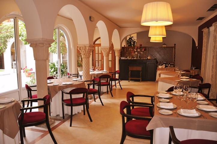 Restaurante El Claustro en el Hotel El Alboran